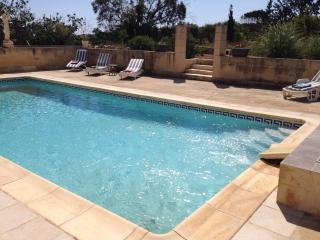 Seaview Villa & apartment detached with large pool, Marsaskala