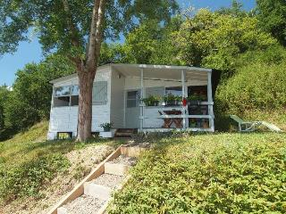 Riverside chalet with shared pool near Biarritz 4, La Bastide Clairence