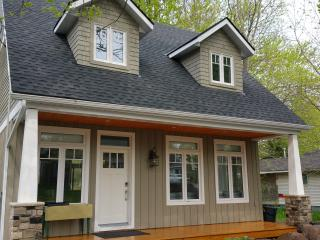 NEW - Luxurious Modern Cottage with Hot Tub, Crystal Beach