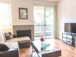 LUXURY 2+2+Private Patio+2 Parking+Great Location, Los Ángeles