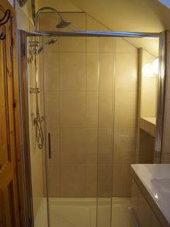 Bathroom 1.Floor