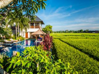 AyoKa 3BR Luxury Villa Large Pool-Canggu, Kediri