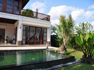AyoDe 3BR Luxury Villa Large Pool-Canggu, Kediri