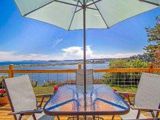 Waterfront! New Listing! The beauty of San Juan Island Living, Friday Harbor