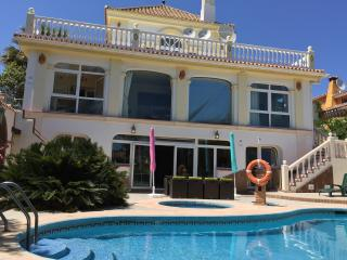 Spacious villa,amazing sea views swimming pools, Puerto de la Duquesa