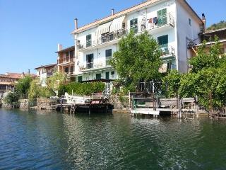 Waterfront casa vacanze sull'acqua a Trevignano, Trevignano Romano