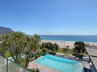5 Star Camps Bay Beachfront Villa + pool & jacuzzi