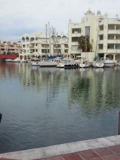 Cerca a Puerto Marina