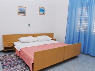Nice spacious apartment for 5 people, Novalja
