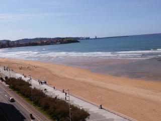 Espectacular piso en 1ª Linea de Playa, Gijón