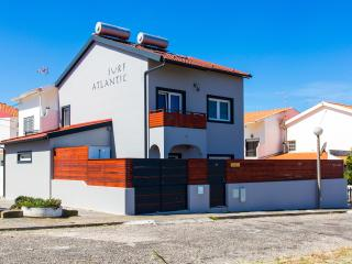 Surf-Atlantic, Luxury house with jacuzzi and more, Baleal