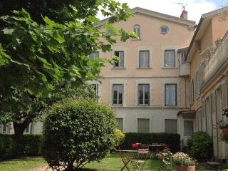 Recently renovated apartment 55 m2 close to centre, Lyon