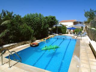 Villa Anta- Traditional and Luxurious!, Asteri