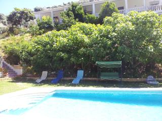 Rural house for 10 people, 5 min drive beach, Torrox