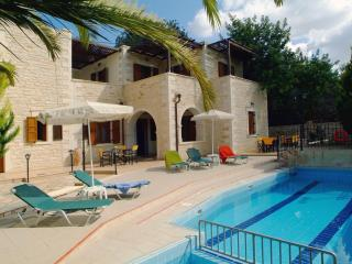 Villa Marcos-Hara, 5 bedrooms, private pool!, Asteri