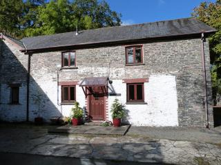 Café, Pub, Waterfall & Steam Train Nearby - 195742, Devil's Bridge (Pontarfynach)