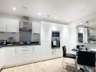 Central London Premium Apartment (Sleeps 5)