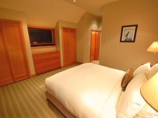 Master bedroom with flat screen, iPod dock, king bed, bamboo linen, and private bath