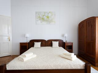 The double bed is 180 x 200 cm.
