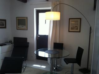 "Appartement "" Contemporain"" Intra-Muros, Aigues-Mortes"