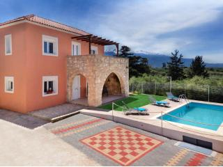 Villa Silvia cretan maisonette with private pool, Vamos