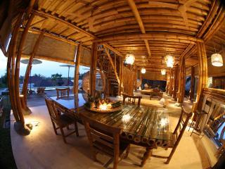 Toraja Bambu - Tropical Villa, Padang Padang, Jimbaran