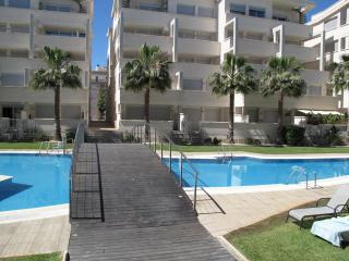 Atico Elegance, modern penthouse, air con, Wi-Fi, roof terrace, sleeps 6