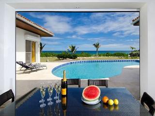 Impressive 5 bedroom villa on the beach | Island Properties