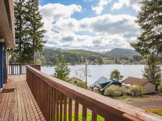 Spacious Lake House with Game & Bonus Room, Lincoln City