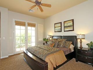 An Upstairs Studio with a King Bed and Private Balcony a Secluded Greenbelt, La Quinta
