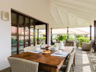 Villa Azure Beach Villa - Right by the Beach, Willemstad