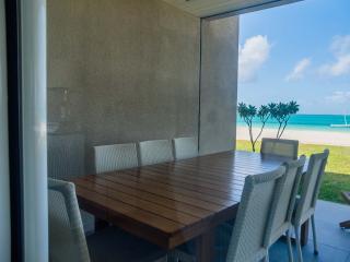 Summer Breeze 3 Bedrooms Beachfront Suite by Dream Escapes