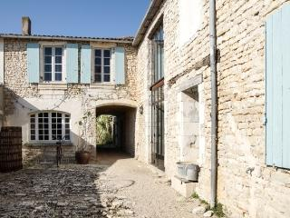 House with garden, 400m from beach, Ars-en-Re