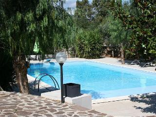 Mediterranean villa with swimming pool near the famous 'White City' Ostuni.