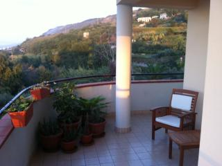 2 bed, 2 bath apartment close to Pizzo with pool