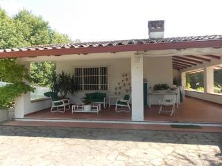 Pupa House, Monte del Lago