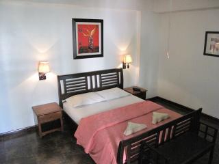 Suite 702, Spacious, Elegant 1Br. DeLuxe, Makati Avenue