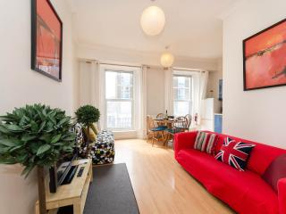 HEART OF LONDON, TUBES/PARK1 MIN, FULLY EQUIPPED