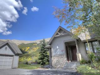 Woods12 Townhome 3BR 2BA - East Village, Copper Mountain