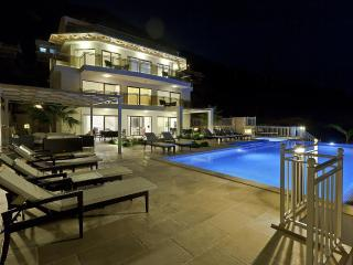 Falcon Lodge Luxury Villa: stunning, sleeps 15!, Kalkan