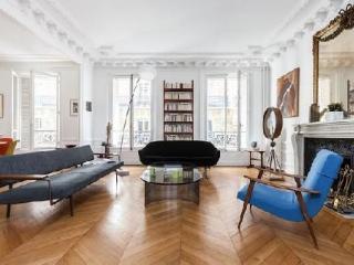 Appartement à Paris dans bel immeuble ancien
