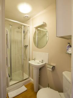 Downstairs twin ensuite