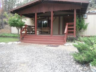 Alpine , Birch and Cedar homes 1/2 ranch rental 28 people, Shasta Lake