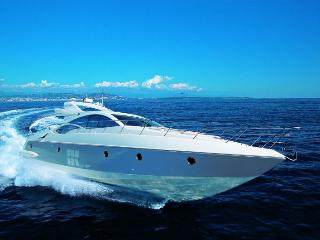 70' Luxury Yacht With Captain & Crew NYC Hamptons