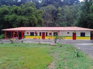 Chalet junto al Rio Otun, Pereira