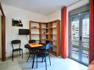 STAYINGIRONA. Ratafia, Center apartment, Girona