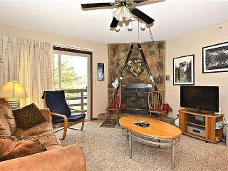 """Timberwolf Den"" A condo just steps from the Timberline ski lift and lodge, Davis"