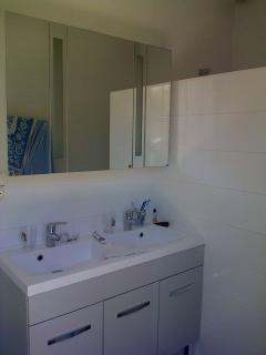 bathroom (italian shower + 2 sinks)