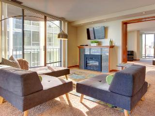 25th-floor penthouse w/gorgeous Seattle views, six balconies & shared pool!