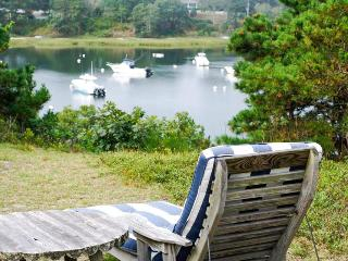 A classic Cape home with gorgeous views of Ryder's Cove!, Chatham